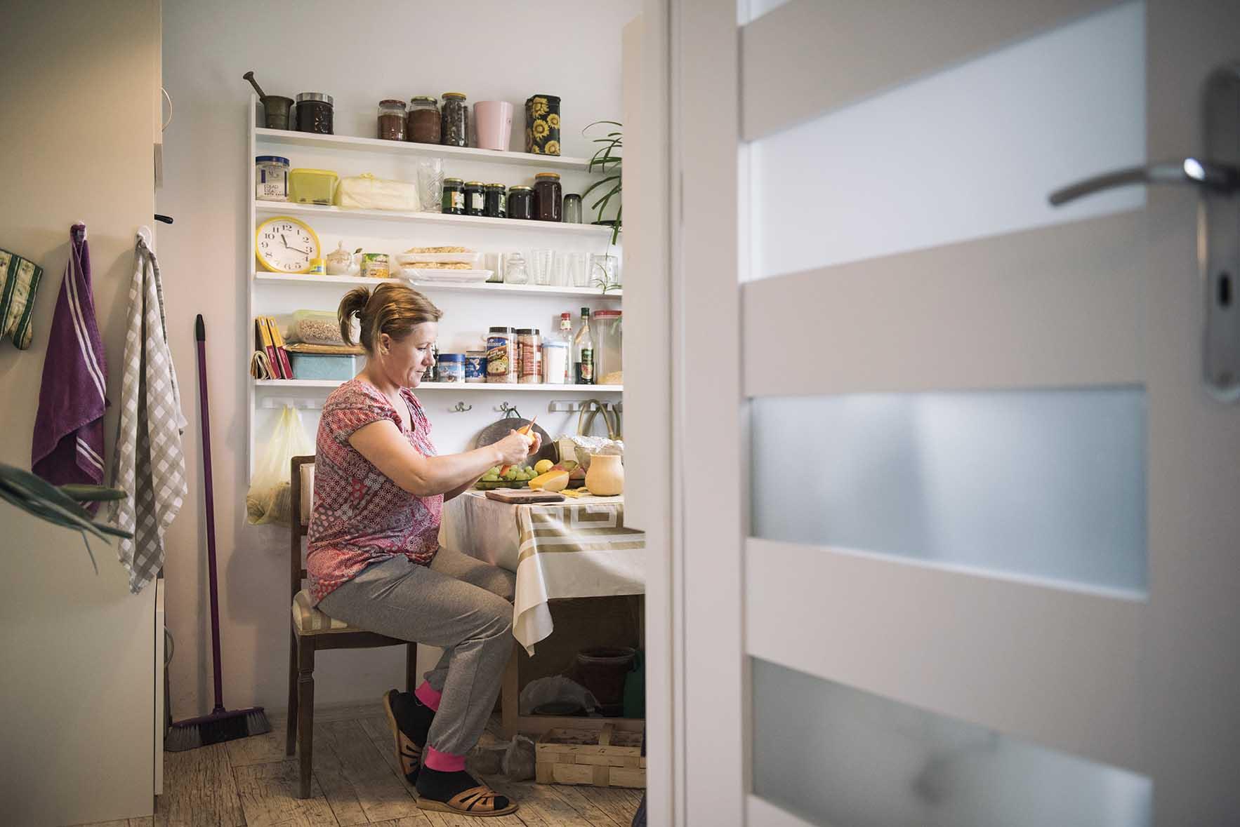 Od 7 lat, w każdą sobotę z pomocą przychodzi Pani Halina, Ukrainka. Sprząta i pomaga w gotowaniu.