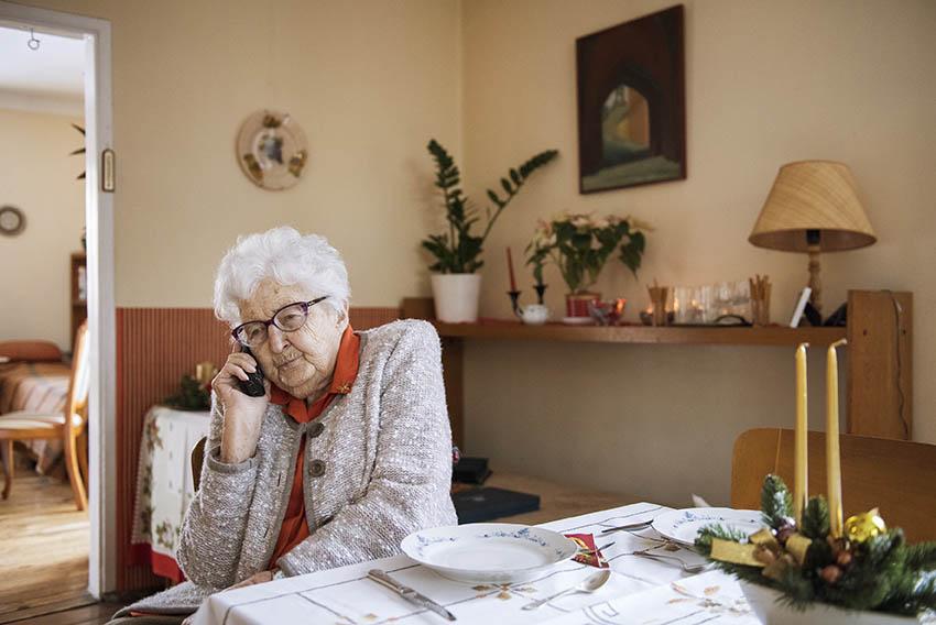Dla Pani Barbary (93 lata) telefon jest bardzo ważnym narzędziem w podtrzymywaniu relacji z rodziną i przyjaciółmi.